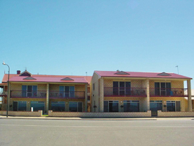 Tumby Bay Hotel Seafront Apartments - Accommodation Mt Buller