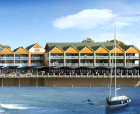 Quality Suites Crest Mandurah - Accommodation Mt Buller