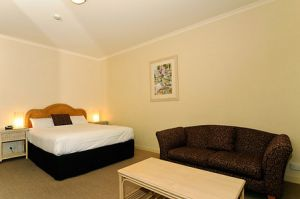 Quality Hotel Tiffins on the Park - Accommodation Mt Buller
