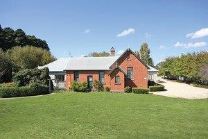 Woodend Old School House Bed and Breakfast - Accommodation Mt Buller