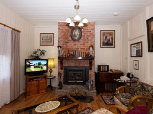 Tenterfield Historic Luxury Cottage