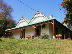 Ravenscroft and The Cottage - Accommodation Mt Buller