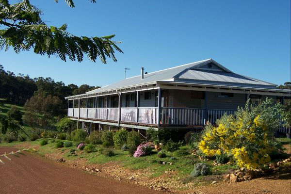 Blue House Bed and Breakfast - Accommodation Mt Buller
