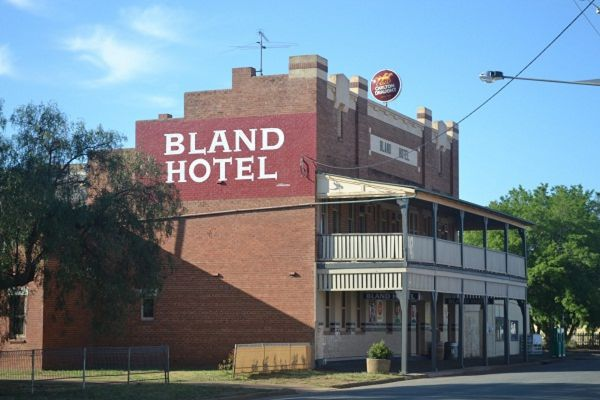 Bland Hotel - Accommodation Mt Buller