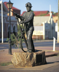Miners Monument - Accommodation Mt Buller