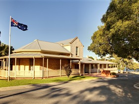 Tjilbruke Trail Monument and Kingston Park Coastal Reserve - Accommodation Mt Buller