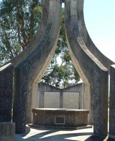 Inverell and District Bicentennial Memorial - Accommodation Mt Buller
