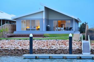 The Carnarvon Luxury Canal Home - Accommodation Mt Buller